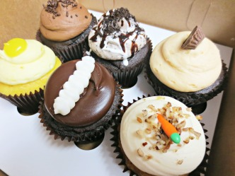 small-cakes-cupcakes